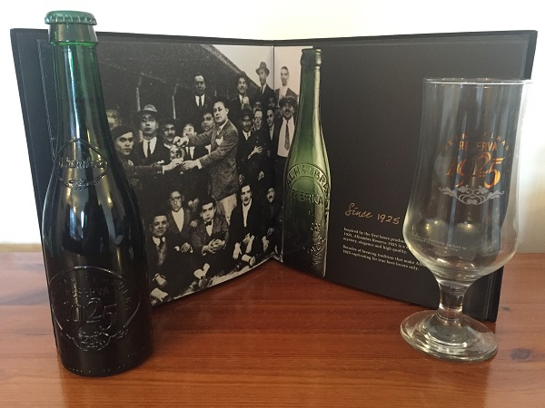 Alhambra Reserva 1925 - Bottles and glass