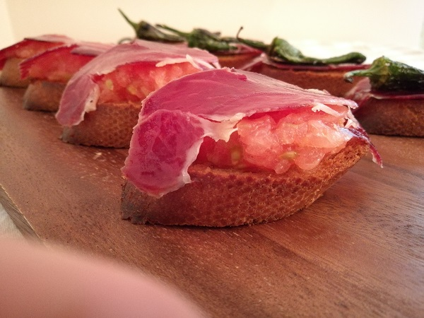 Jamon tapas with tomatoes