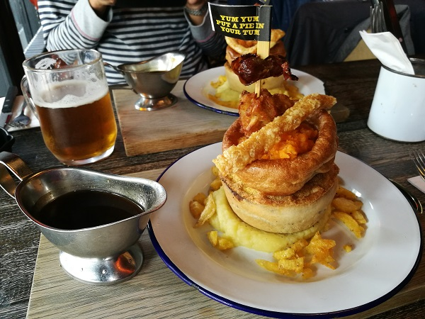 Pieminister Sunday Best - pie and gravy